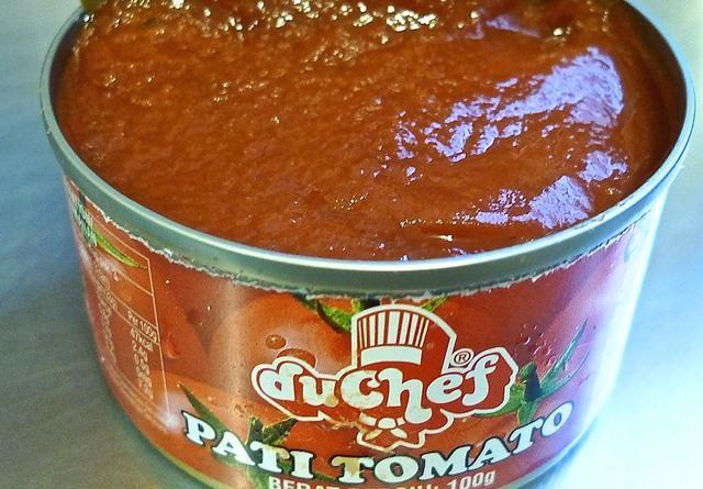 Usted necesita 1 1/4 lata de puré de tomate