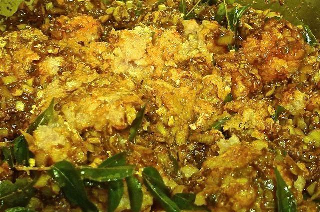 Añadir la carne picada y revuelva para mezclar bien. Cocine por 10 minutos.