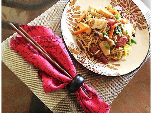 Cómo cocinar Especial Chino-Estilo Sofrito Tallarines de huevo Receta