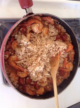 Añadir el arroz. Mezcle todo junto
