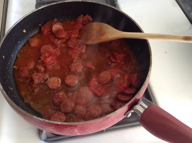 Añadir los dados de tomate (frescos o puede), y los condimentos, condimentar a su gusto ..