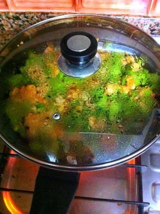 Cocine a fuego lento durante unos minutos.