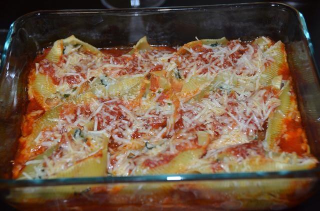 Coloque en un horno precalentado a 375 grados durante 25-30 minutos y hornear. Siguiente quitar el papel de aluminio y asar durante dos minutos hasta que el queso se derrita y se dore en color.