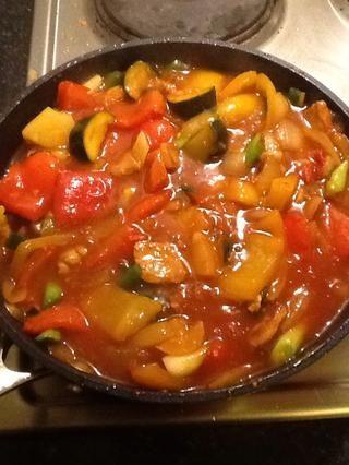 y revuelva esto hasta que la salsa esté espesa