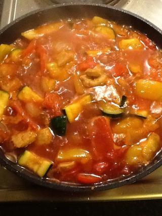 Cocine a fuego lento durante 5/10 minutos para reducir la salsa