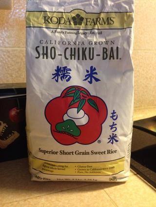Enjuague el arroz. Remoje el arroz en agua caliente durante 2 horas. Escurrir el arroz y cocinar en olla de arroz con 1 y 1/2 tazas de agua, 1 cucharadita. de sal, aceite de semilla de sésamo