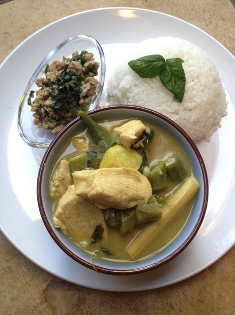 Cómo cocinar curry verde tailandés de pollo con Receta Albahaca
