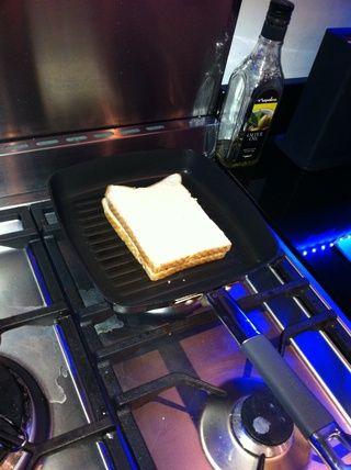 Añadir la segunda rebanada de pan.