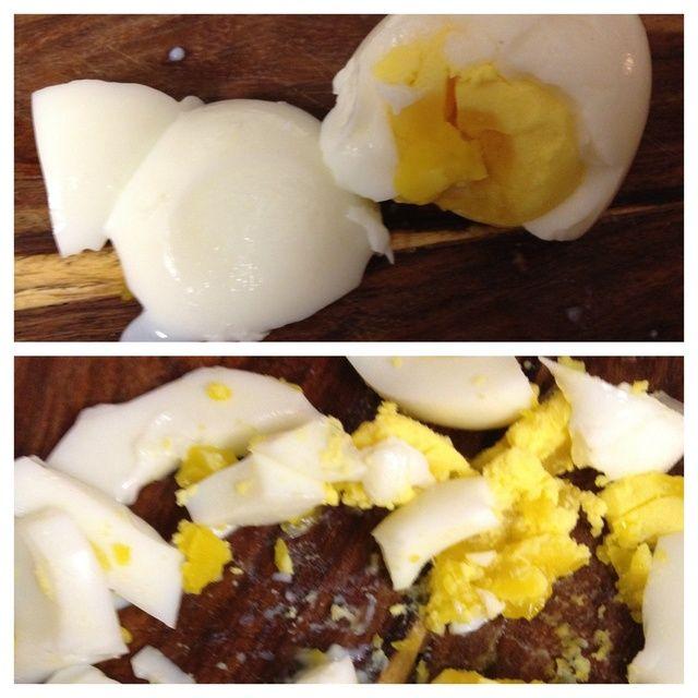 el tramo hasta el huevo y añadir a la mezcla de atún. nuestra huevo resultó un poco en la parte media. nosotros'll be ok, haha.