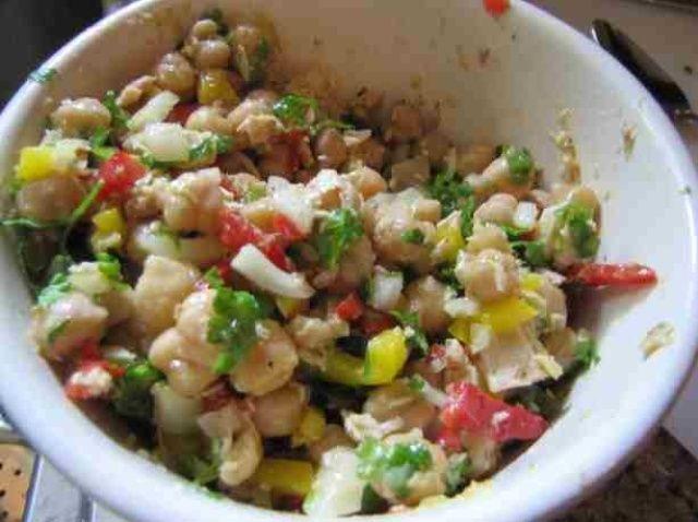 Cómo cocinar el atún y garbanzo Ensalada Receta