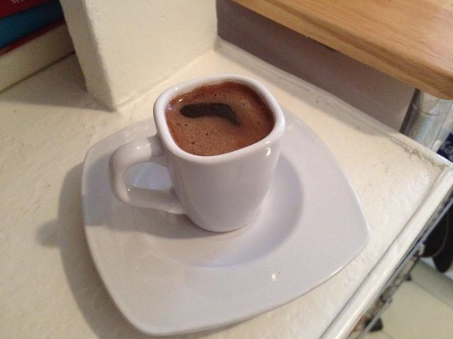 Después del café se realiza dejar que repose durante unos minutos los motivos para cancelar la fluidez y disfrutar. Precaución su MUY CALIENTE!