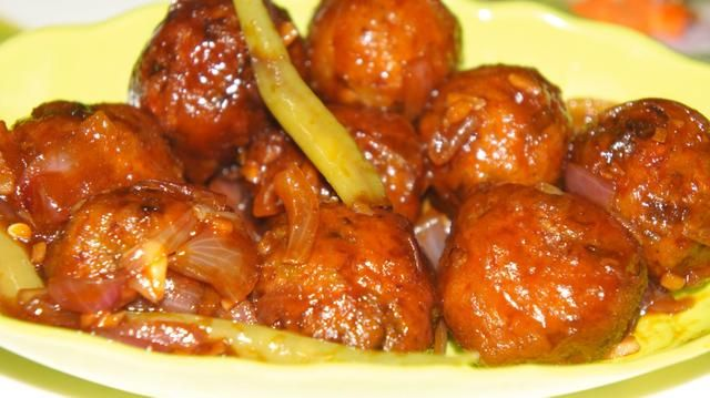 Ahora que's it Veggie Manchuria is ready!!! Really mouth watering dish!!! :))