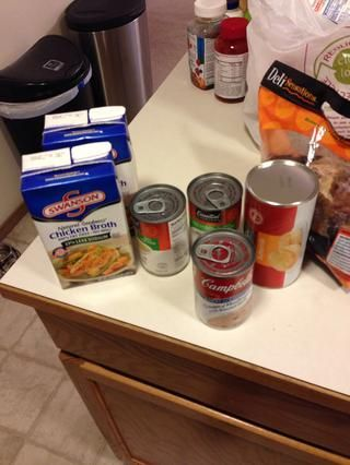 Rápido vistazo más ingredientes, he dos cuartos de caldo de pollo se muestra sólo porque uno tenía como un cuarto de taza dejó