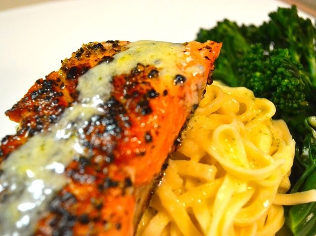 Cómo cocinar salmón salvaje con cremoso Estragón salsa de limón Receta