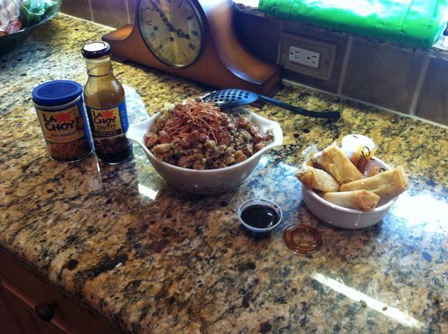Establecer su comida y añadir los fideos chinos a la cima. ¡Disfrutar!