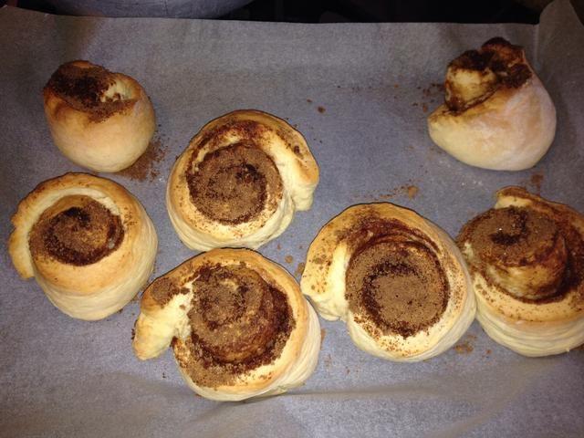 Cuando son de color marrón con el color que quieras (unos 20 minutos), sacarlos y colocarlos en un estante de la torta enfriar.