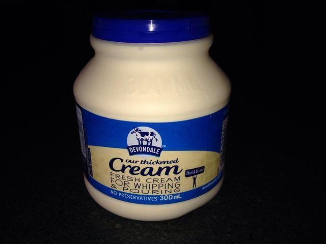 Para la versión completa, utilice la crema espesa. Para una versión para veganos, utilice una lata 270 ml de crema de coco.