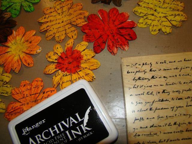 Usando Archivo tinta, escritura sello en todas las flores y en la parte posterior.