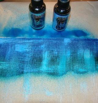 Añadir cada color y el calor de ajuste o deje que se seque por lo que los colores no se mezclan. Vea cómo sutil del pincel seco blanco se encuentra bajo los Sprays Dylusion.