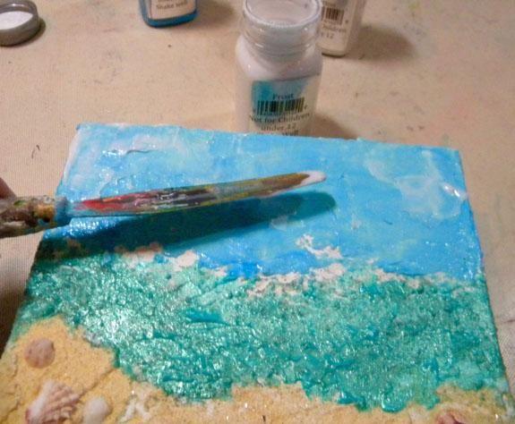 Sobre el cielo, he pintado una capa de escarcha Sorbete, lo que añade un poco de blanco, brillo semi-transparente. Escarcha haría copos de nieve perfecto también!
