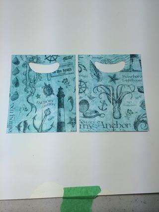 Corte dos pedazos de papel Mi ancla (lado azul claro) que mide 4 7/8