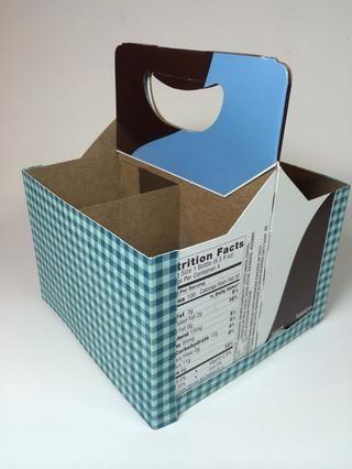 Adherirse estos primeros. Uno a la parte delantera y uno en la parte posterior de la caja.