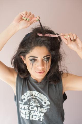 Separe el cabello en diagonal.