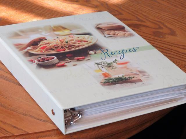 PD Un libro de recetas hace un regalo maravilloso! Obtener la familia y amigos para enviar por correo electrónico sus favoritos para usted, impresión y pegamento en una carpeta como una despedida de soltera presente, un regalo de cumpleaños, o para cualquier ocasión especial.