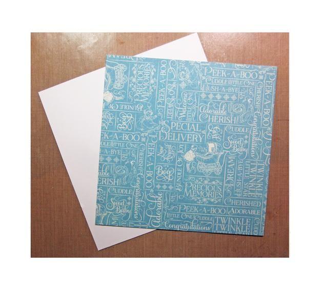 Cortar dos cuadrados de la parte inferior de la tarjeta. Pegue el papel Gráfico 45 abajo a la cartulina para hacer más rígido. Repita este proceso para crear la parte superior.