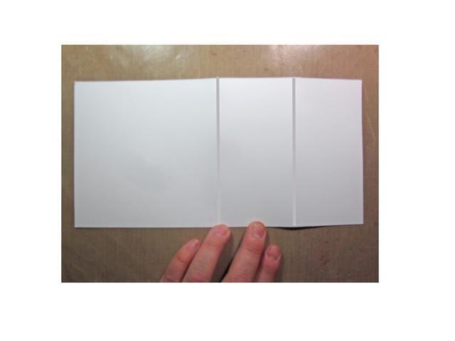 Cortar una tira de cartulina blanca 4 3/4 x 9 1/2