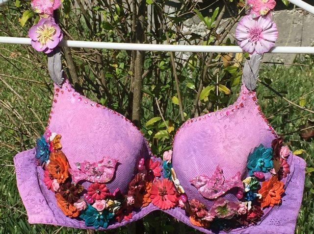 Cómo crear un sujetador Breast Cancer Awareness por Marilyn