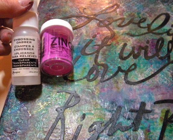 A continuación, agregue clara tinta gofrado y polvo que realza púrpura a los bordes de la tela y el calor conjunto.