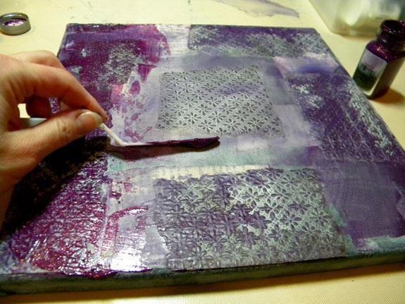 Continúe agregando colores de la oscuridad a la luz, el secado de las capas en el medio.