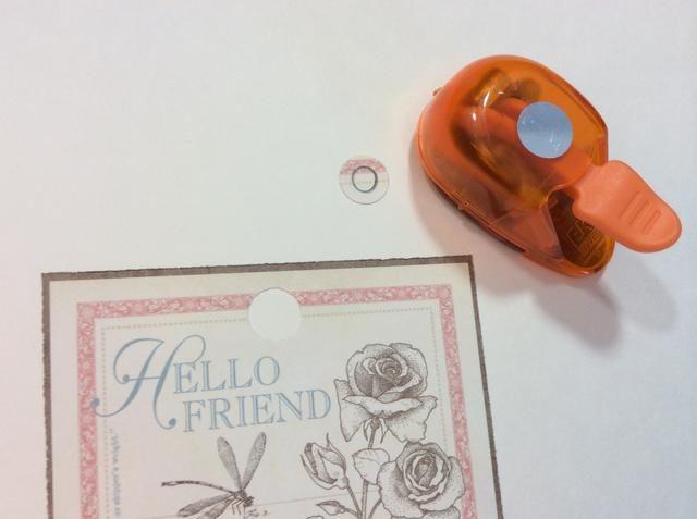 Siguiente etiqueta: lugar cortan a lo largo de la etiqueta. Trazar el agujero en la etiqueta en la pieza cortada. El uso de un 3/4