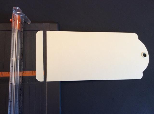 A partir de la gran álbum de la etiqueta, deje una etiqueta como es, dar el siguiente etiqueta y cortar 1/2