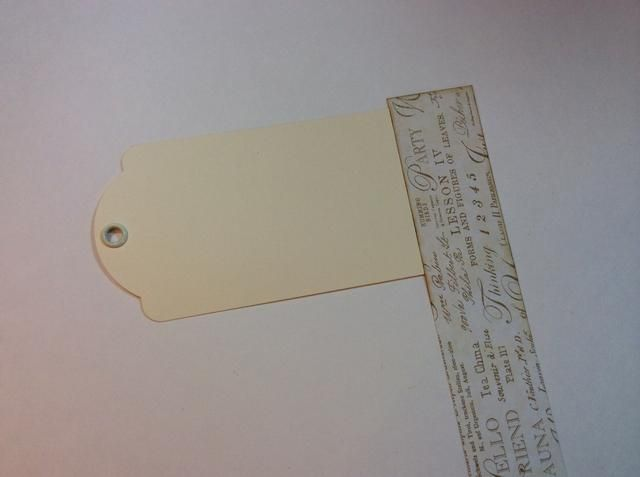 Última etiqueta: adherir el papel al final de la etiqueta como se muestra.