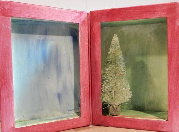 Spritz un árbol con la hierba coloraciones.