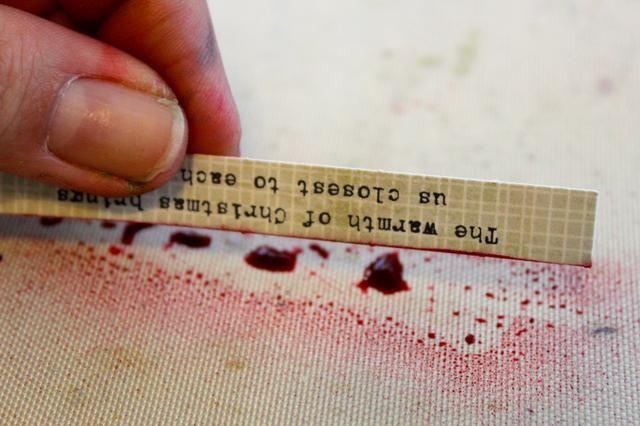 Simplemente rociar una pequeña cantidad en mi alfombra de artesanía y ejecutar los bordes del papel sobre ella.