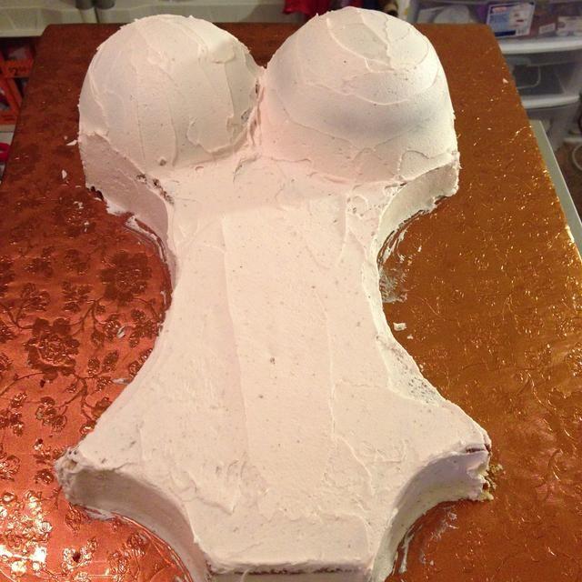 Hielo en la torta entera en crema de mantequilla