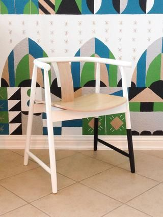 ¡Después! Esta silla de madera lindo que mi hijo escogió para su habitación se le dio un poco más de estilo en la cuestión de minutos. Para obtener más consejos, echa un vistazo a Glidden's blog at http://MyColortopia.com