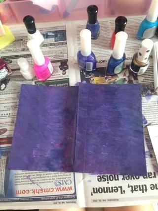 Este es el producto final! Usted puede utilizar su pintura blanca / esmalte de uñas y hacer pequeñas estrellas. Deja tu cuaderno secar durante la noche. Si no't like your final product, just paint over your old design