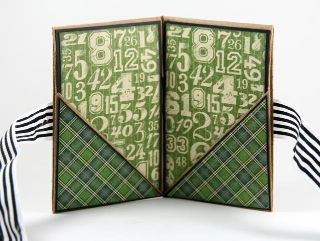 Añadir la tela escocesa verde para los bolsillos. Don't forget the black cardstock border.