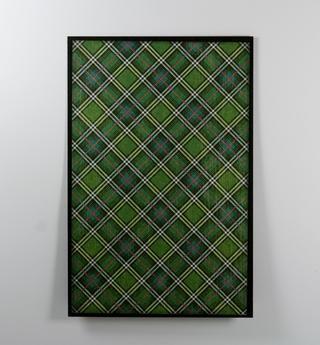 Para la portada añadir un borde sólido de cartulina negro de la tela escocesa verde.