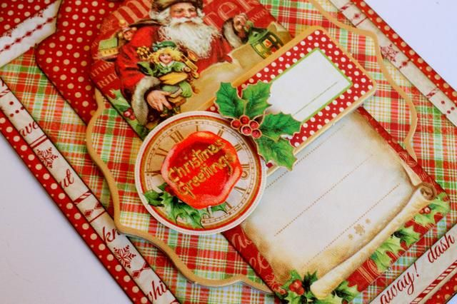 Utilice foamtape para fijar la deja acebo en el lado derecho del reloj y el sentimiento saludos de Navidad en la parte superior de la misma.