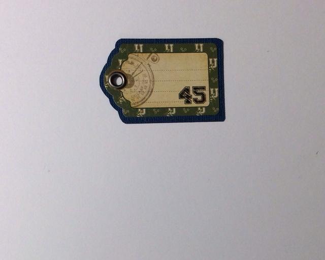 Utilice esta etiqueta engomada etiqueta de las tarjetas de coordinación de valores pegatinas y montar en la tarjeta azul stock. Recorte alrededor de todos los lados para formar una pequeña frontera. Adjuntar ojal en la parte superior.