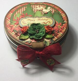 Embellecer la portada del álbum en la parte superior de la lata lo deseas. El árbol usos muere flores de papel y las imágenes cortadas quisquillosos de la colección. También hay una etiqueta montada cartulina.