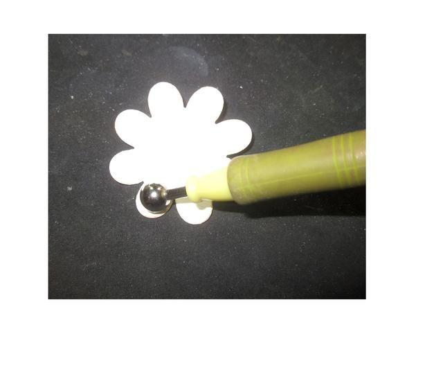 Usando McGills Flor herramientas taza de cada uno de los pétalos hacia arriba,