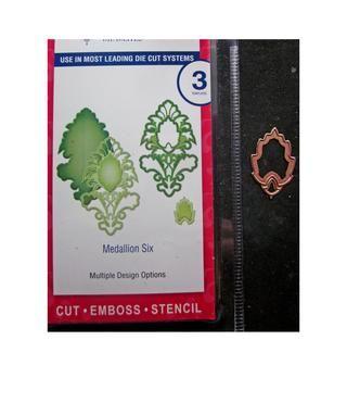 Cortar el molde más pequeño del medallón Seis varias veces por las hojas.