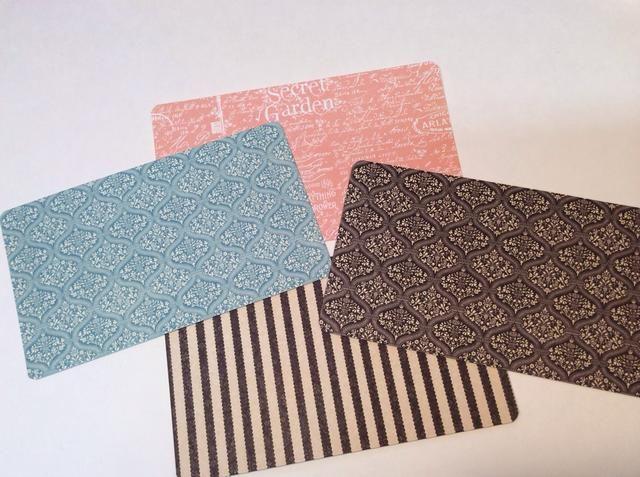 Cortar 4 trozos de papel para páginas interiores. (Cortar todos ellos 3.5