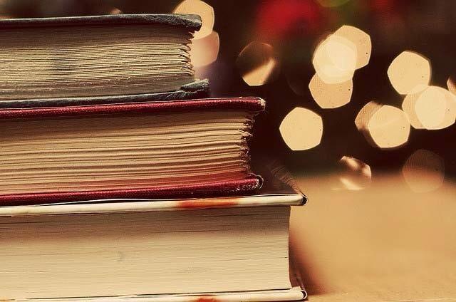 Coloque pesados libros / artículos en la parte superior del libro que acaba de pegado durante unos 30 minutos.